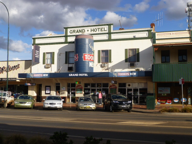 Grand Hotel Cobar with the Biggest Beer Can on its awning