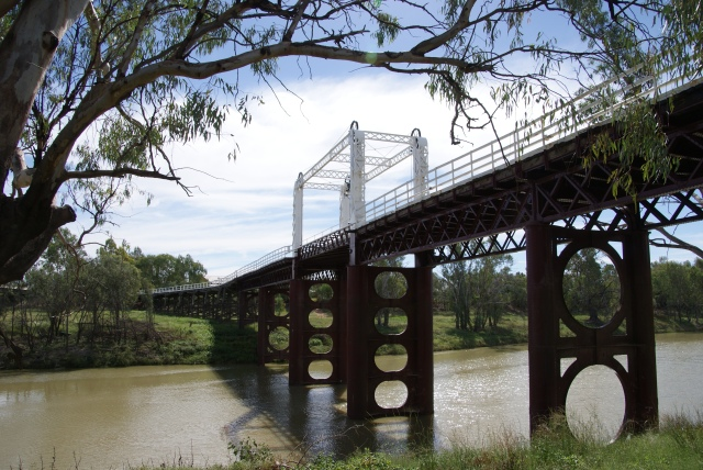 The Old Gateway Bridge viewed from the banks of the Darling River