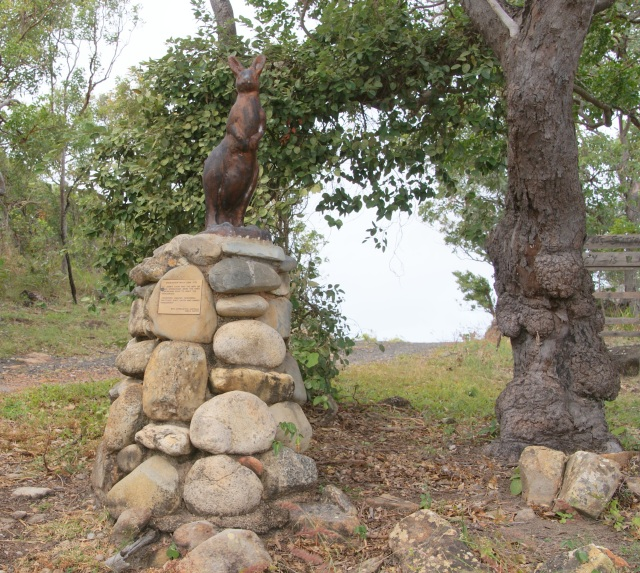 Kangaroo statue on Grassy Hill commemorating the fact that Cook and his crew were the first Europeans to sight Kangaroos