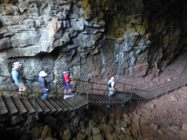 The descent to the lava tube