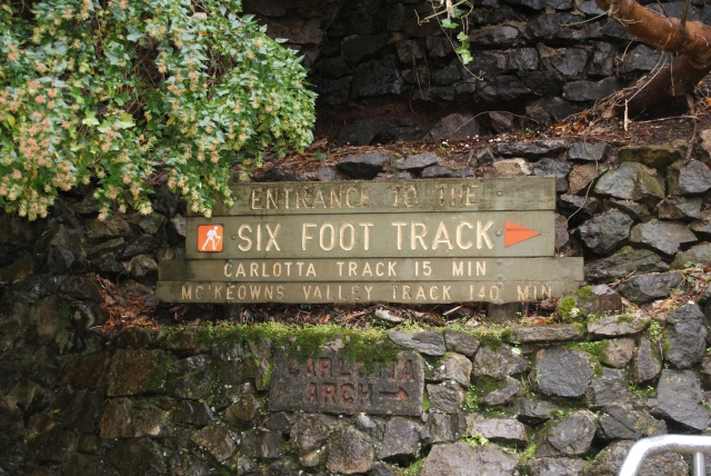 The entry to the six foot track near Cave House