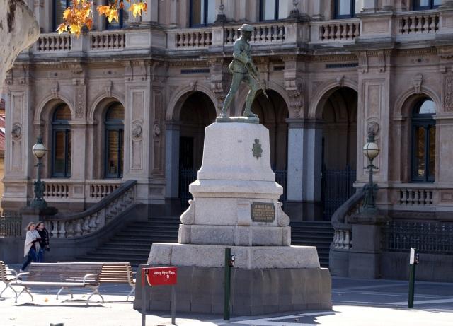 War Memorial Statue in Bendigo