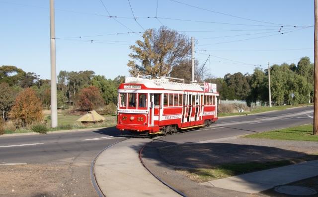 Tram No. 25 approaching the stop at the Joss House Bendigo