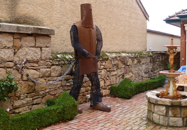 Larger than life Ned Kelly figure in the courtyard of accommodation at Beechworth