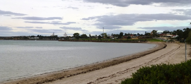View along the beach at Streaky Bay at the front of the Tourist Park