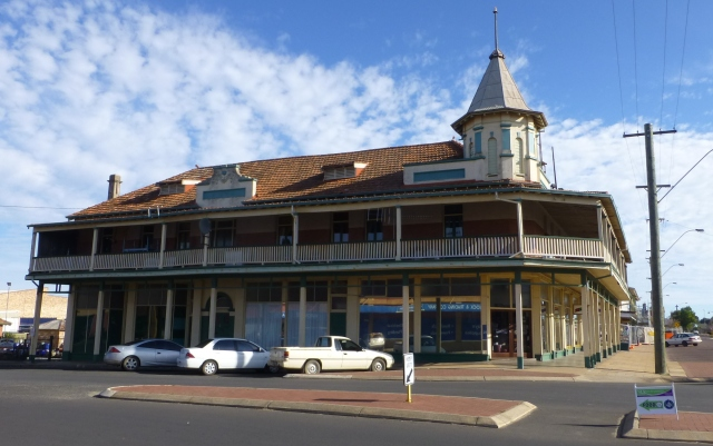 Old hotel in Katanning now used for retail