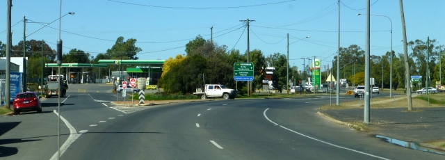 Our turnoff (to the left) at Chinchilla