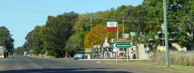 Durong - Wondai straight ahead, Mundubbera to the left