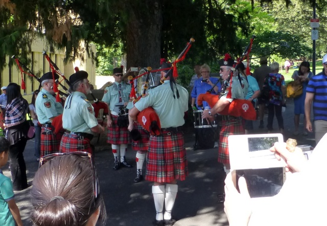Even a Scottish Pipe Band was playing at Salamanca Market