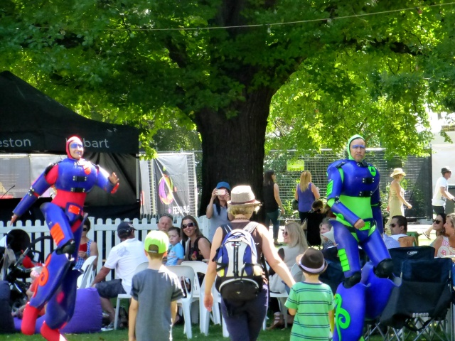 Street Performers at Festivale 2016 in City Park Launceston